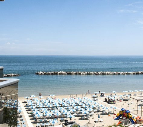 Camera con balcone sulla spiaggia